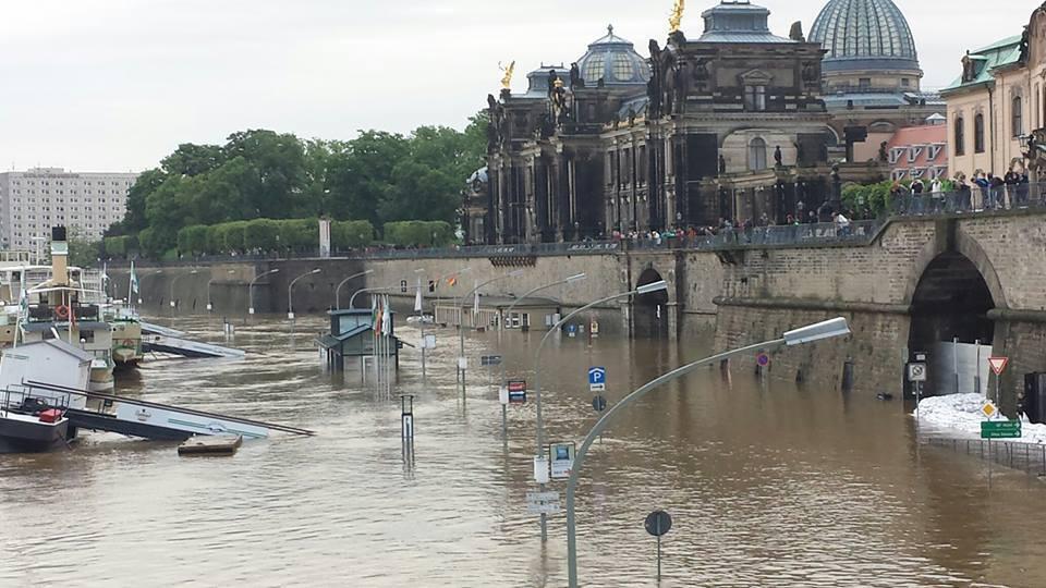A Terrassenufer do Elba desbordada onte ás 20:00 horas