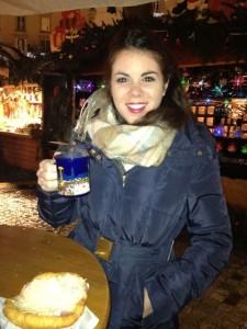Carmen tomando un glühwein