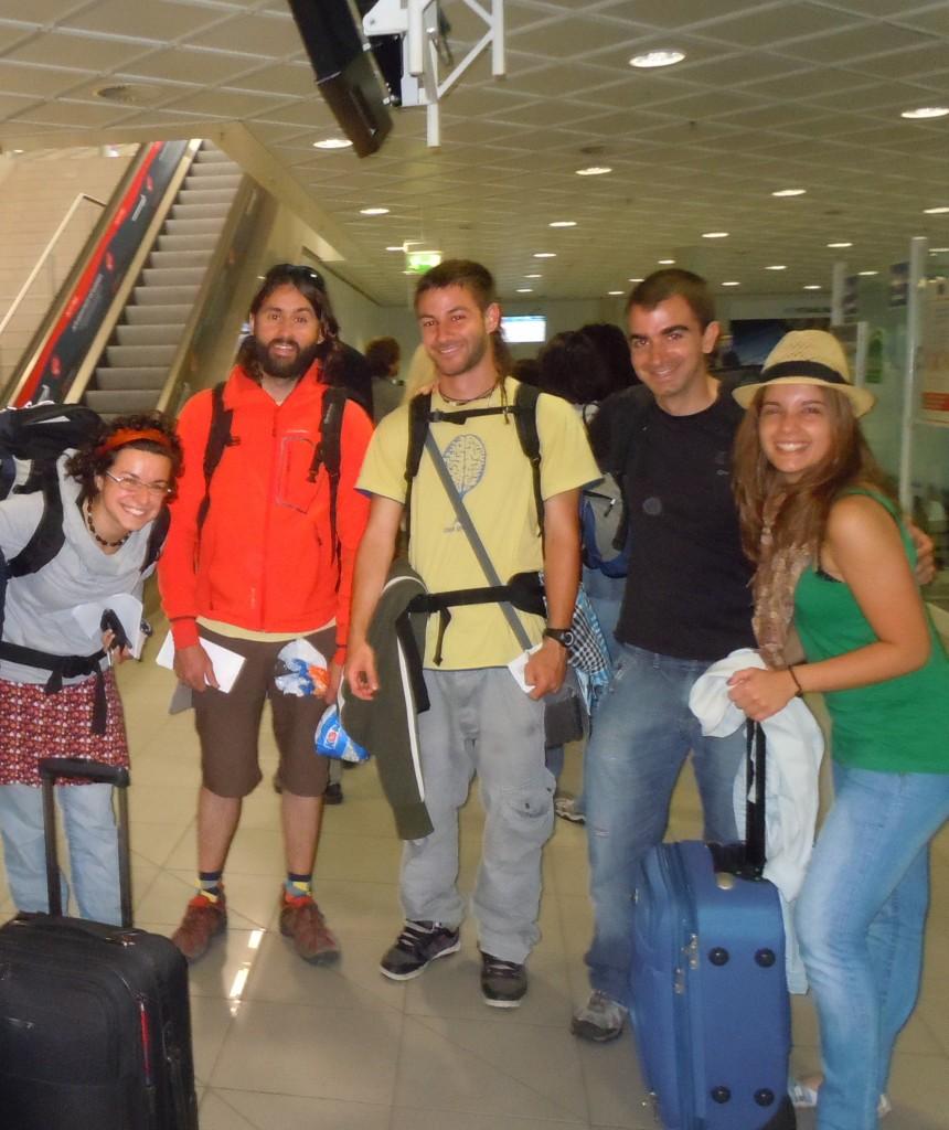 Francesca, Eloy, Alberto, Rubén y Alba con las maletas listas